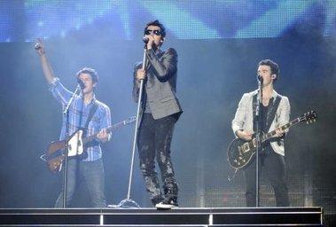 Los Jonas Brothers hicieron delirar a 45 mil fanáticas en River