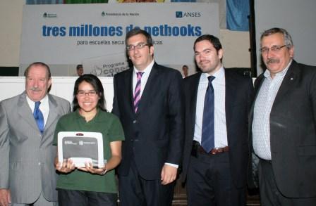 Entregaron 1.200 netbooks a alumnos del colegio Artigas de San Fernando