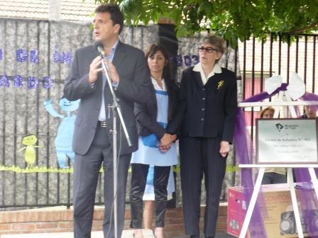 Con la presencia de Amanda Zocchi de Ubieto y el Intendente d Tigre Sergio Massa,  se realizó esta mañana la ceremonia donde se impuso el nombre de Ricardo Ubieto al jardín 903 de Benavidez