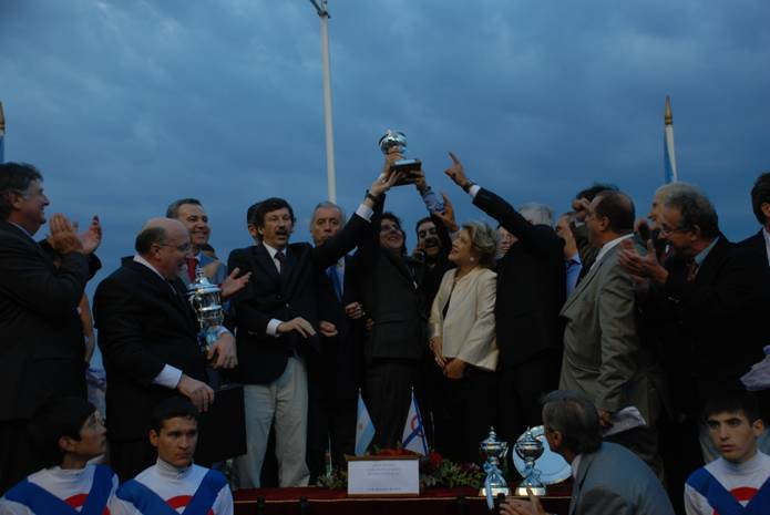 XIN  XU LIN  se llevó el gran premio Carlos Pellegrini