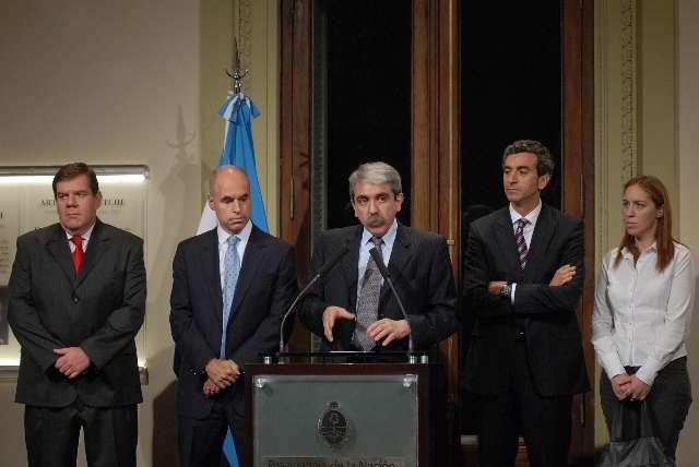 Los jefes de Gabinete de la Nación y de la Ciudad, Aníbal Fernández y Horacio Rodríguez Larreta, respectivamente, expusieron los alcances de la medida