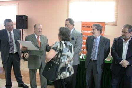 Amieiro y casal entregaron más de 250 escrituras en el CEDEC N°1