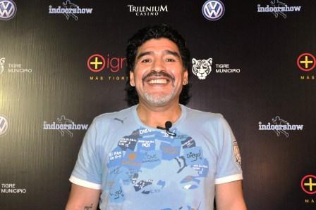 Diego Maradona juega en Tigre