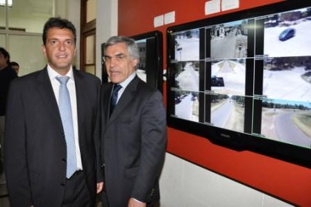 En General Villegas, Massa junto a Gilberto Alegre, inauguró centro de monitoreo de cámaras de seguridad