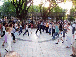 Milonga callejera en Martínez