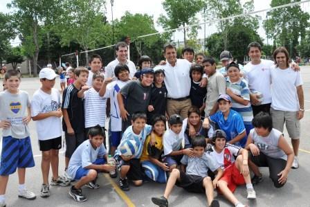 Massa recorrió los polideportivos, luego del lanzamiento de las colonias de verano 2011