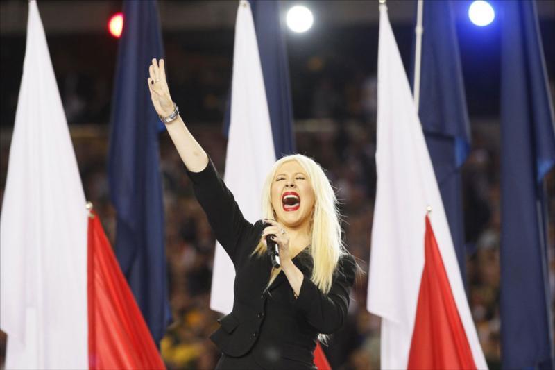 Christina Aguilera se equivoco al cantar el himno estadounidense