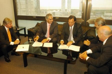 El presidente del Grupo Banco Provincia, Santiago Montoya, se reunió hoy con el ministro de la Producción provincial, Martín Ferré
