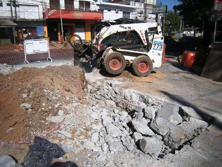 """Construyen el """"aliviador cuenca Fleming"""" para evitar anegamientos en Martínez"""