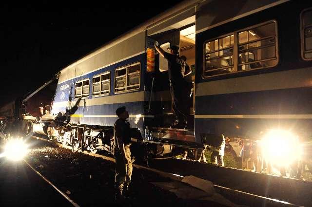 Cuatro muertos y más de cien heridos, 14 de gravedad, al chocar dos trenes en San Miguel