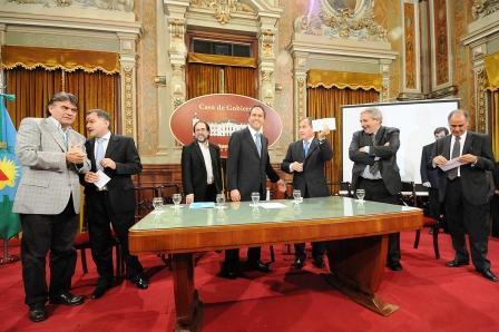 El Gobernador Daniel Scioli entregao un subsidio de $206 mil pesos a San Fernando