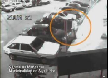 Las cámaras de seguridad de SAn Isidro registraron imágenes del remisero asesinado