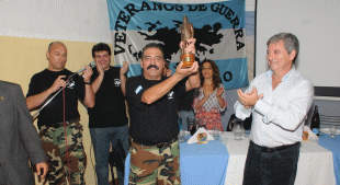 Horacio González homenaje a los veteranos de Malvinas en Ituzaingó