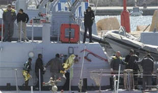 Barco se hunde en aguas italianas, desaparecen 130 inmigrantes