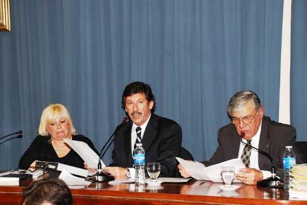Posse, junto a la titular del HCD, Rita Kuzis y el secretario del cuerpo, en la apertura de sesiones
