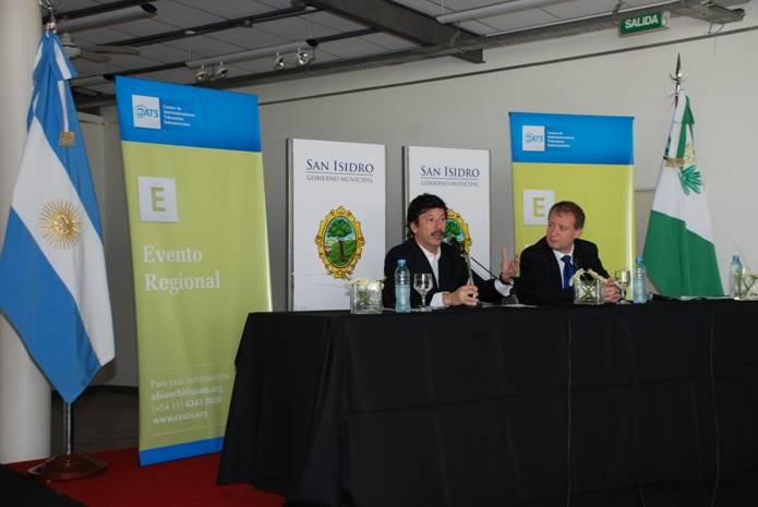 Gustavo Posse, junto a Carlos Walter, hablando en la apertura del encuentro