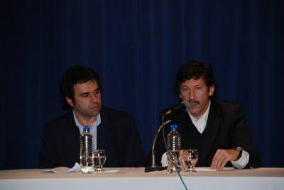 El intendente Posse hablando en la apertura del encuentro, junto a Jorge Alvarez.