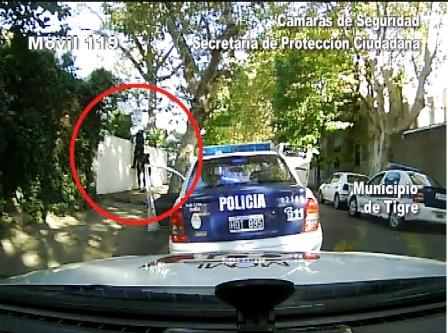 Las cámaras de Tigre atrapan a un lisiado que robaba colgado por los techos