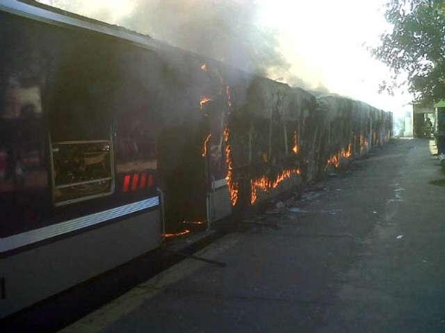 incendio de los vagones de la línea del ferrocarril Sarmiento