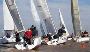 Torneo de veleros en el río de la Plata