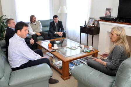 Reunión en la casa de la familia Urbani, Julia Rapazzini (madre), sus abogados Alberto Spagnuolo y Eduardo Rigotti, y el Intendente de Tigre, Sergio Massa