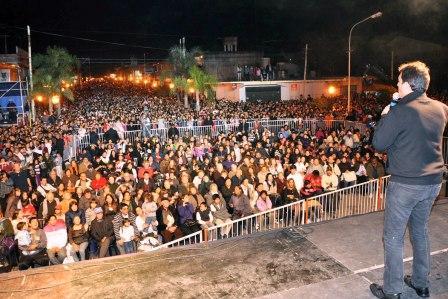 Gran fiesta por el 82º aniversario de Benavídez (Massa ante una multitud en Benavidez)