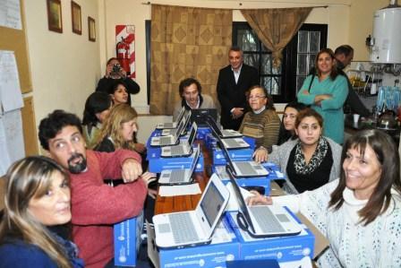 Más alumnos de Tigre reciben sus Netbooks