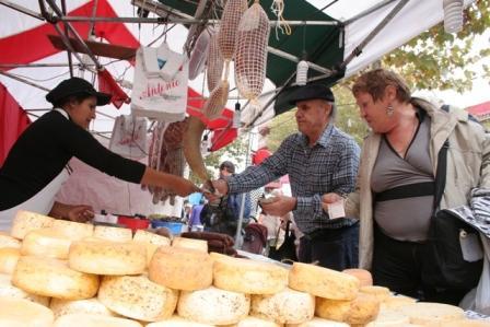 Se realiza en San Fernando la Feria de La Colectividades
