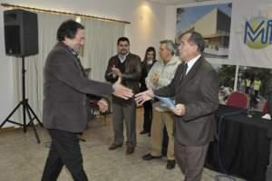 Entregan microcréditos a vecinos emprendedores de Ituzaingó
