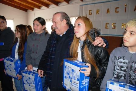 Nueva entrega de netbooks a escuelas de San Fernando