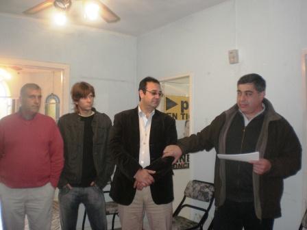 El Senador provincial Aníbal Asseff junto al Concejal Ariel Arnedo entregan subsidios en Tigre