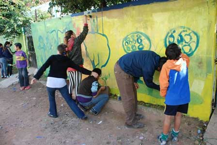 En La Cava pintaron un mural por la integración