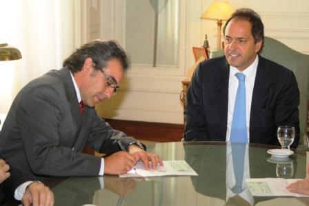 Guzmán se reunió con Scioli e intendentes para hacer entrega de subsidios