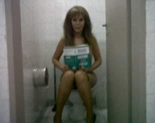Alfano volvió a sorprender con otra foto en el baño