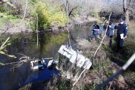 Encuentran transformadores de PCB en el río Luján
