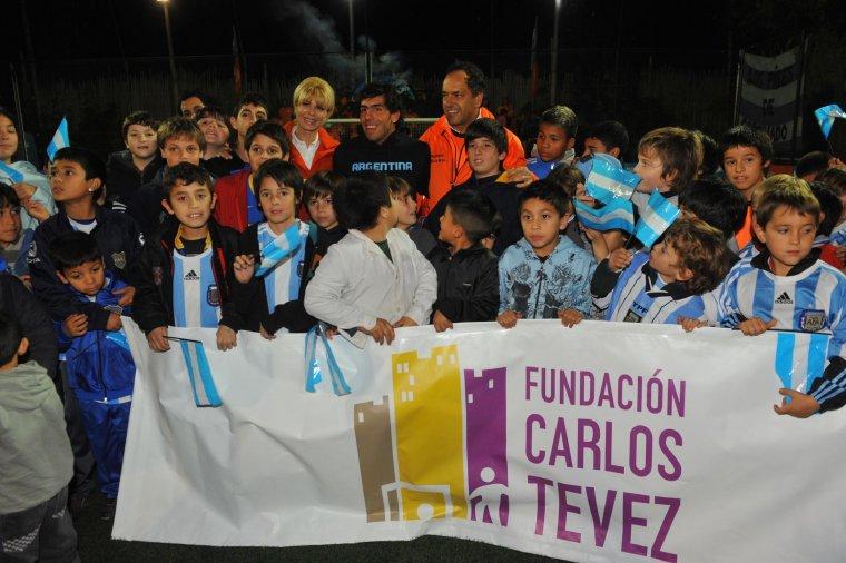 Scioli y Tévez compartieron un jornada solidaria en Tigre