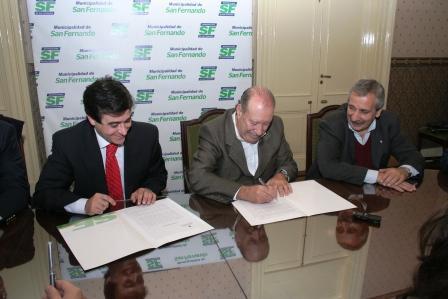 el Intendente, Osvaldo Amieiro, y el Director del Registro Nacional de Armas, Dr. Andrés M. Meiszner