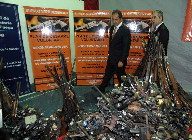 Scioli presentó el plan de desarme en San Isidro