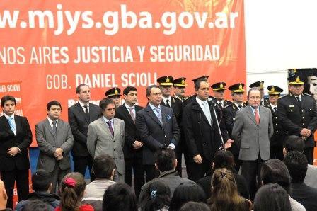 Scioli anunció en Vicente López la incorporación de 350 civiles en comisarías de la zona norte