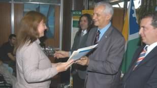 Ivoskus entregó títulos de bien de familia a vecinos de San Martín