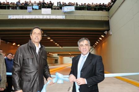 el intendente Jesús Cariglino, acompañado del Gobernador de la Provincia de Buenos Aires, Daniel Scioli