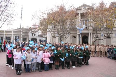 San Fernando celebró el día de la bandera