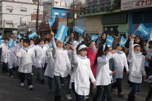 Ivoskus encabezó el acto central del día de la bandera en San Martín