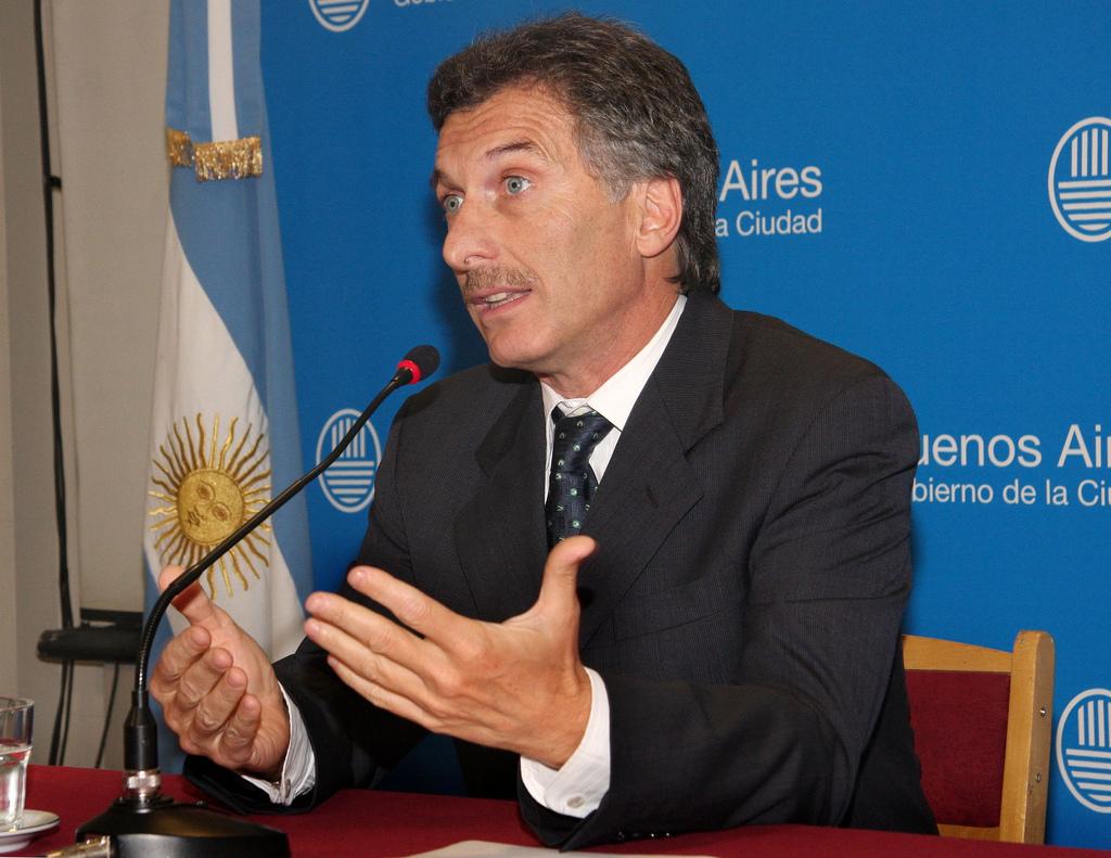 Vispera electoral: Macri celebro el 9 de julio y jugo al futbol
