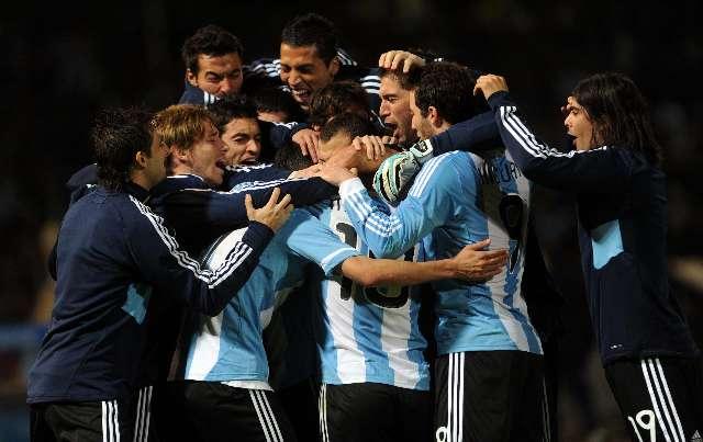 Argentina se despertó del letargo ante Costa Rica y consiguió un alivio y la clasificación a cuartos