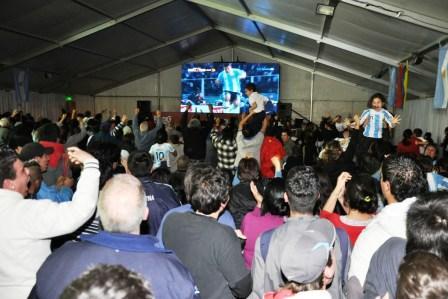 El partido de Argentina y Uruguay se vive en Tigre