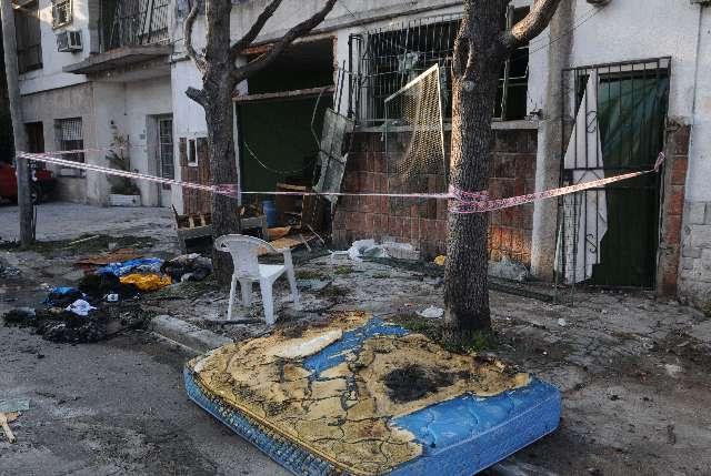 La explosión de una garrafa provocó el incendio y derrumbe de una casa en Villa Martelli