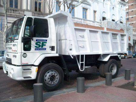 San Fernando incorporó dos nuevos camiones para el mantenimiento de los espacios públicos