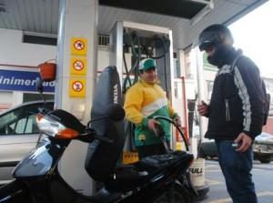 En San Isidro no venden combustible a motociclistas sin casco