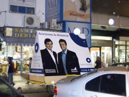 Sebastián Galmarini visitó a los comerciantes y vecinos de Martínez